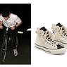 Lihat, Paduan Busana Klasik dan Sneaker Converse ala Rami Malek
