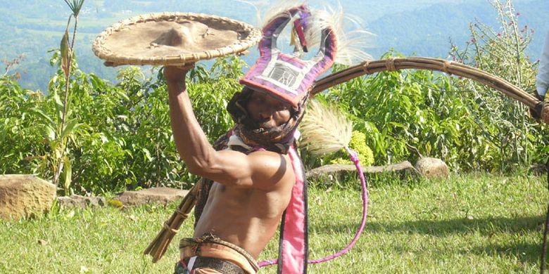 Penari Caci di Kampung Melo, Desa Liang Ndara, Kabupaten Manggarai Barat, Nusa Tenggara Timur.
