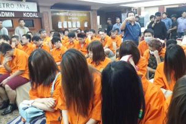 96 Warga Negara (WN) Taiwan dan Tiongkok yang melakukan aksi penipuan online di Jakarta.