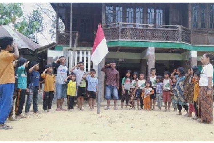 Puluhan remaja dan anak-anak rimba di Air Hitam, Kabupaten Sarolangun tak ingin ketinggalan merayakan hari kemerdekaan RI ke-74 pada Sabtu (17/8/2019).