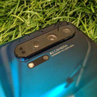 Empat kamera di punggung Honor 20 Pro.