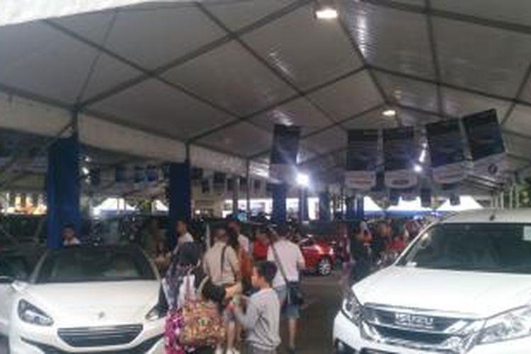 Pelaksanaan BCA Autoshow #3 di Kota Baru Parahyangan, Bandung Barat.
