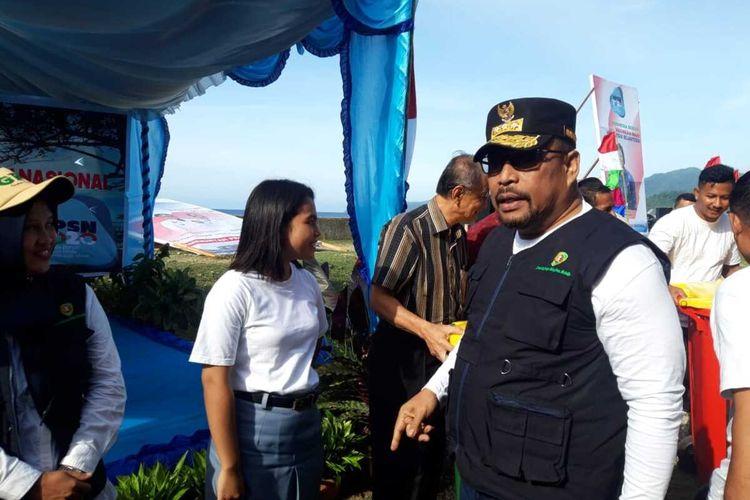 Gubernur Murad Ismail saat menghadiri puncak acara Hari Peduli Sampah Nasional (HPSN) di pantai Desa Laha Ambon, Jumat (28/2/2020).