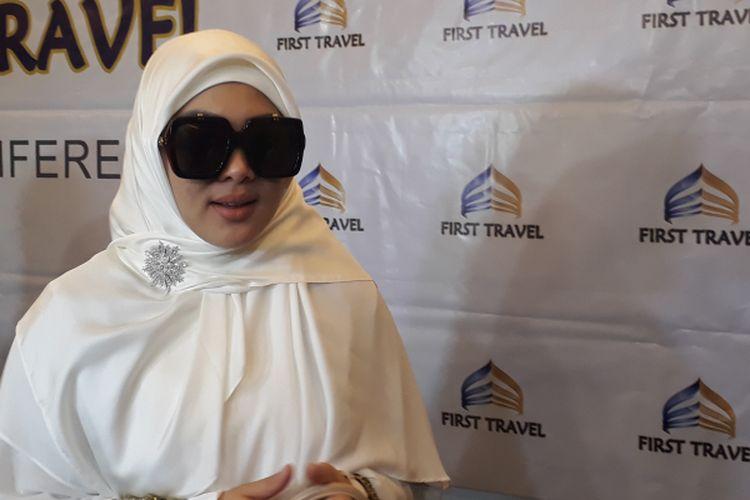 Syahrini diabadikan ketika ditemui di Bandara Hotel, Bandar Udara Soekarno Hatta, Minggu (26/3/2017).