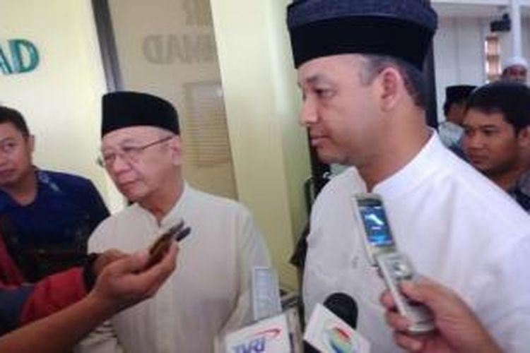 Pengasuh pondok,pesantren Tebu Ireng, Salahuddin Wahid atau Gus Sholah bertemu dengan peserta konvensi calon Presiden Partai Demokrat, Anies Baswedan, Senin (23/12/2013).
