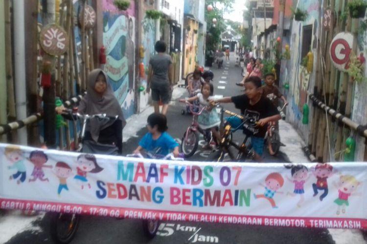 Hindari Kecanduan Gadget Anak Anak Di Kampung Joho Dikenalkan Permainan Tradisional Halaman All Kompas Com