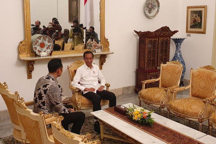 Presiden Joko Widodo dan Komandan Kogasma Partai Demokrat Agus Harimurti Yudhoyono di Istana Merdeka, Jakarta, Kamis (2/5/2019).