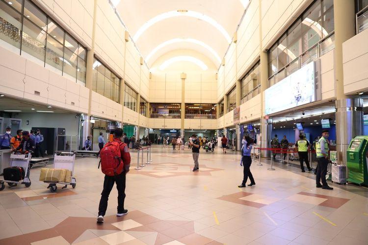 Bandara Hang Nadim di Batam tetap buka dan memberikan pelayanan kepada masyarakat Batam yang ingin melakukan refund atau reschedule tiket pasca tidak adanya rute penerbangan hingga 1 Juni 2020 mendatang.