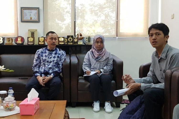 Staf Advokasi Pembelaan HAM KontraS Falis Agatriatma (kanan) saat audiensi dengan Ketua Komnas HAM Ahmad Taufan Damanik di Kantor Komnas HAM, Menteng, Jakarta Pusat, Senin (5/8/2019).