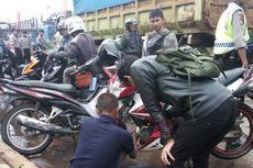 Banjir Kahatex Bawa Berkah bagi Bocah SD dan Montir Motor