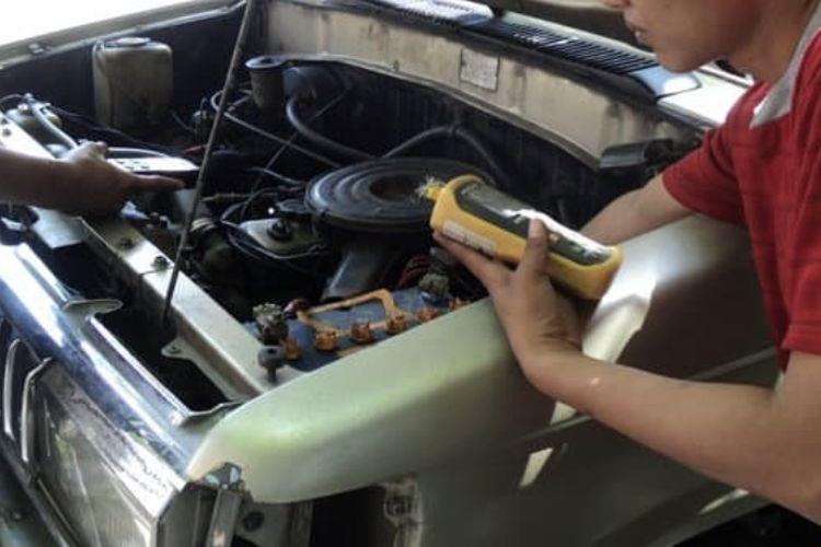 Alat penghemat bahan bakar yang dipasang di dalam mesin mobil
