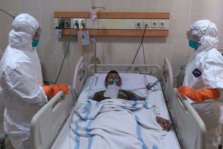 Simulasi penanganan pasien terinfeksi virus corona di RAUD Margono Soekarjo Purwokerto, Jawa Tengah, Senin (3/2/2020).