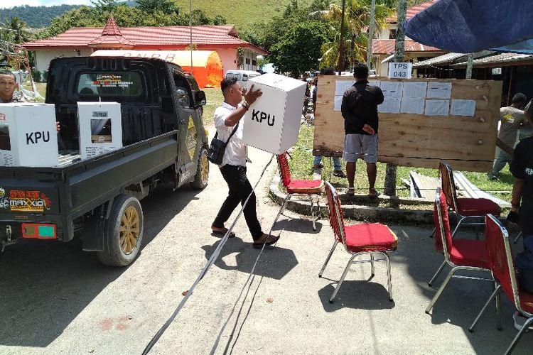 Proses pendistribusian logistik Pemilu Serentak 2019 di Kabupaten Jayapura, Papua