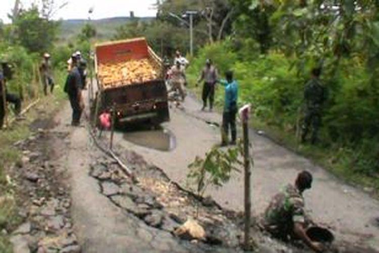 Lokasi jalan ambles di Juwangi, Boyolali, Sabtu (8/3/2014).