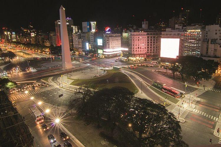 Penerangan lampu yang dikembangkan oleh Signify berlokasi di jalan Buenos Aires, Argentina.