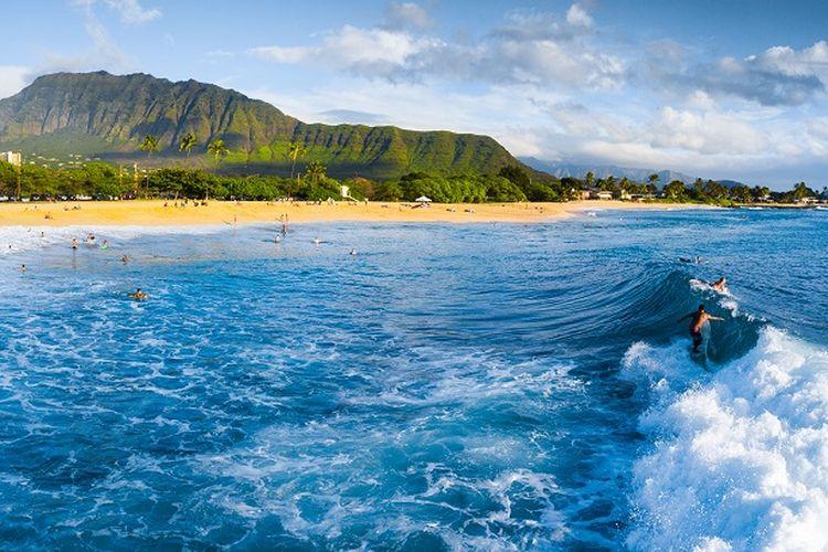 Ilustrasi Hawaii - Tempat wisata bernama Makaha di Pulau O'ahu, Hawaii, Amerika Serikat.