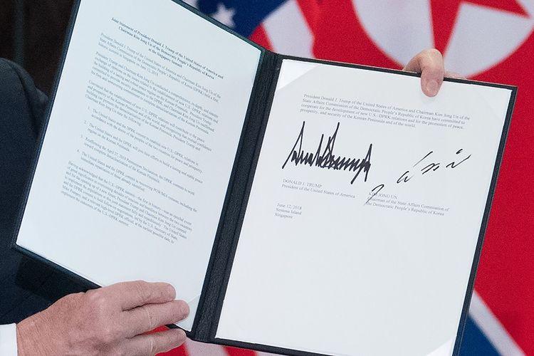 Bentuk tanda tangan Presiden AS Donald Trump yang besar dengan garis tegas itu di mata sejumlah pakar memiliki arti tersendiri.