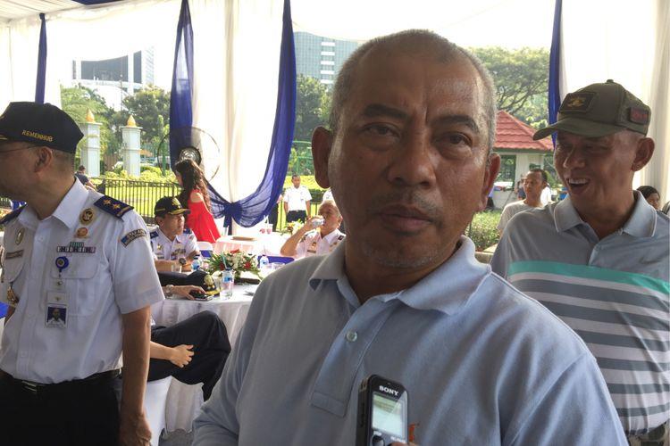 Wali Kota Bekasi Rahmat Effendi saat menghadiri acara simbolis pemasangan AC gratis bagi angkot se-Jabotabek oleh Go-Car dan Uber di Silang Barat Monas, Sabtu (1/7/2017).