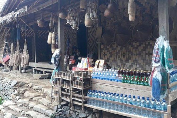 Kenaikan kunjungan pelancong berdampak pada tumbuhnya perekononomian warga Baduy.