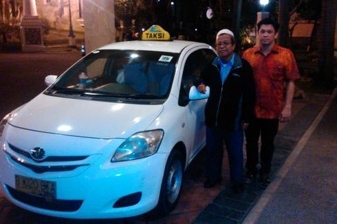 Kejujuran Sopir Taksi Express Temukan Tas Berisi Rp 100 Juta