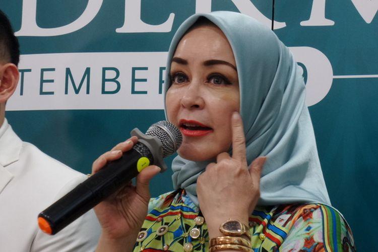 Penyanyi dan artis peran Chintami Atmanegara ketika menghadiri peluncuran Pico Derma oleh Dermaster Indonesia di kawasan Pondok Indah, Jakarta Selatan, Jumat (13/9/2019).
