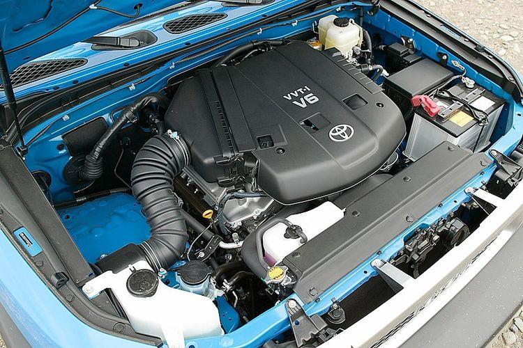 Ilustrasi mesin bensin berkapasitas besar V6 4.000 cc yang dimiliki Toyota