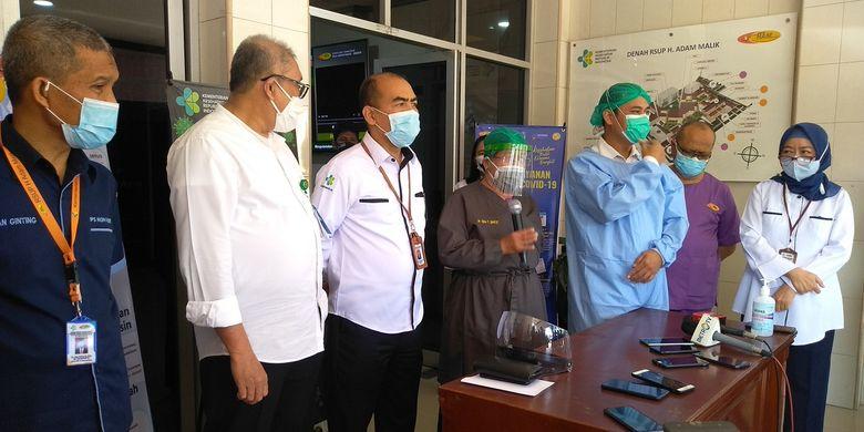 Dr. Erjan F, SpBA (K) menceritakan proses pemisahan bayi kembar siam Adam dan Aris di RSUP Haji Adam Malik.