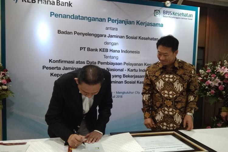 KEB Hana Bank dan BPJS Kesehatan melakukan penandatangan perjanjian kerjasama pemberian fasilitas pembiayaan program Supply Chain Financing (SCF) kepada Fasilitas Kesehatan mitra BPJS Kesehatan di Jakarta, Rabu (4/7/2018).