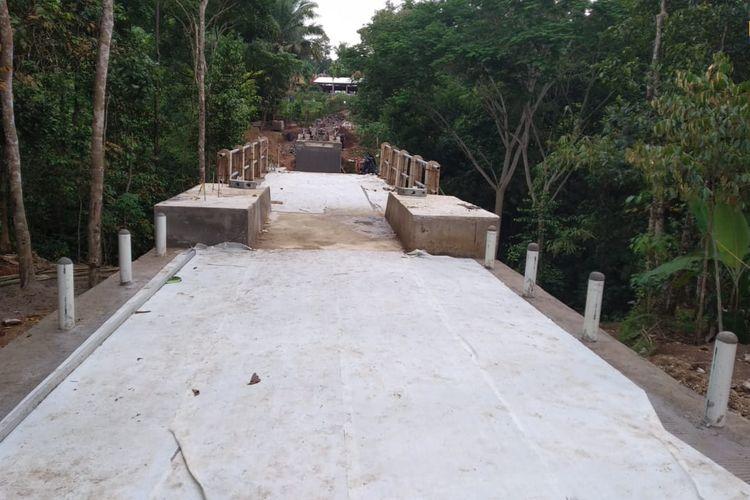 Jembatan Gantung Mekar Baru di Banten.