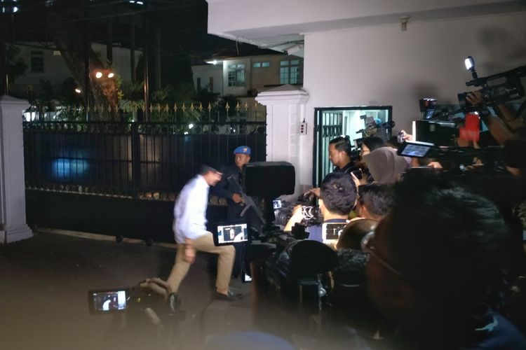 Bakal Calon wakil presiden Sandiaga Uno mendatangi rumah dinas Wakil Presiden Jusuf Kalla di Jalan Diponegoro, Jakarta Pusat, Rabu (15/8/2018) malam.
