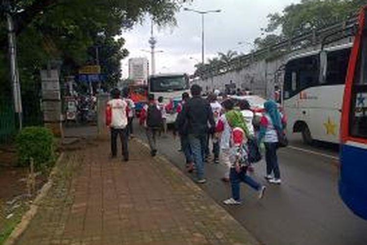 Kampanye Akbar Partai Gerindra di Gelora Bung Karno Jakarta, Minggu (23/3/2014) menyebabkan lalu lintas di sekitar lokasi tersendat