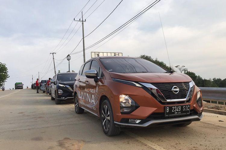 Nissan Livina yang meluncur Februari 2019 saat melewati jalur trans Kalimantan