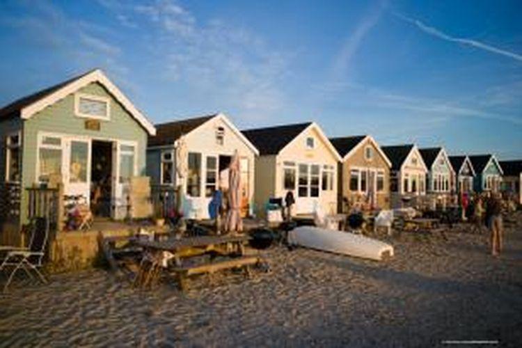 Rumah pantai di Dorset, Inggris ini tak pernah sepi peminat. Padahal tidak dilengkapi saluran air, pembuangan dan toilet.
