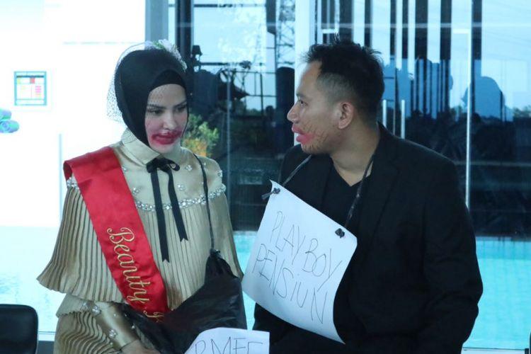 Vicky Prasetyo dan Angel Lelga berpose di Hotel Premiere Best Western The Hive Jatinegara, Jakarta Timur, Kamis (25/1/2018). Angel dibuatkan acara Bridal Shower dan Vicky dibuatkan acara Bachelor Party oleh teman-teman mereka.