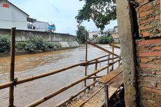 Cari Cacing di Kali Ciliwung, Pria 20 Tahun Terpeleset dan Tenggelam