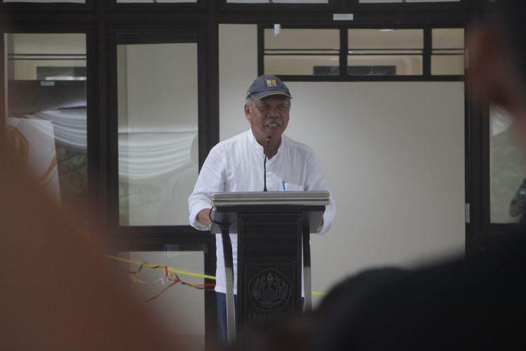 Menteri PUPR Basuki Hadimuljono diwawancara usai meresmikan rumah susun mahasiswa di kampus Unpad Jatinangor, Sumedang, Jawa Barat, Sabtu (1/2/2020) sore. AAM AMINULLAH/KOMPAS.com