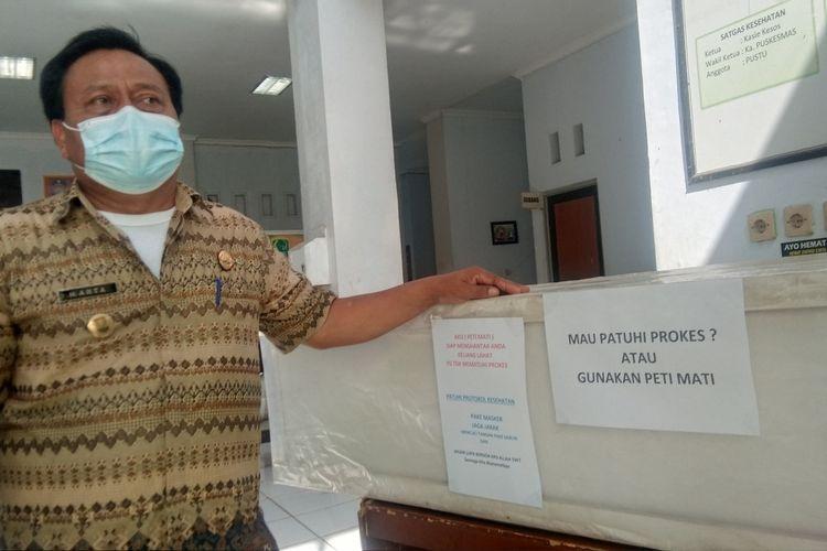 Arta, Pelaksana tugas (Plt) Camat Lemahabang, Kabupaten Karawang menjelaskan soal pemajangan peti mati di Kantor Kecamatan Lemahabang, Kamis (8/7/2021).