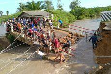 Jembatan Ambruk, Pedagang Bakso Hanyut Terbawa Arus, Sang Anak Ditemukan Selamat