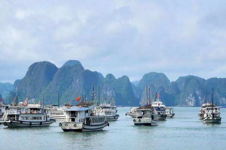 Halong Bay di Teluk Tonkin, Provinsi Quang Ninh, Vietnam.