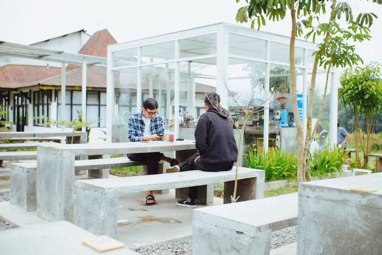 Kafe bernama Kaki Bumi di Rest Area Jalan Raya Parakan-Wonosobo, Kecamatan Kledung, Kabupaten Temanggung, Jawa Tengah (Instagram @kakibumicoffee).