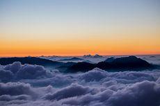 FOTO: 7 Potret Indahnya Mendaki Gunung Sindoro via Tambi