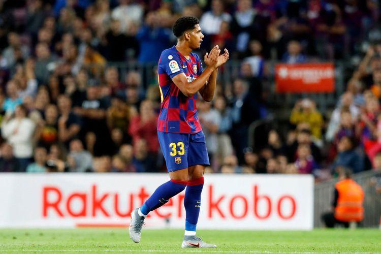 Pemain muda Barcelona Ronald Araujo mendapat kartu merah dalam debutnya bersama Barcelona.