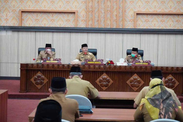 Gubernur Bengkulu, Rohidin Mersyah dan wakilnya Rosjonsyah pimpin rapat perdana