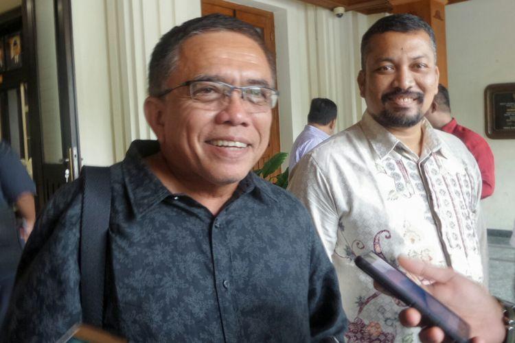 Gubernur terpilih Aceh 2017-2022 Irwandi Yusuf usai bertemu Menko Polhukam Wiranto di Kemenko Polhukam, Jakarta Pusat, Kamis (22/6/2017).