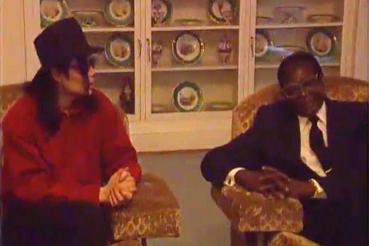Michael Jackson dikabarkan pernah berjumpa dengan PM Robert Mugabe, Perdana Menteri Zimbabwe pada tahun 1998 untuk membahas bisnis hotel yang tidak pernah diwujudkannya.