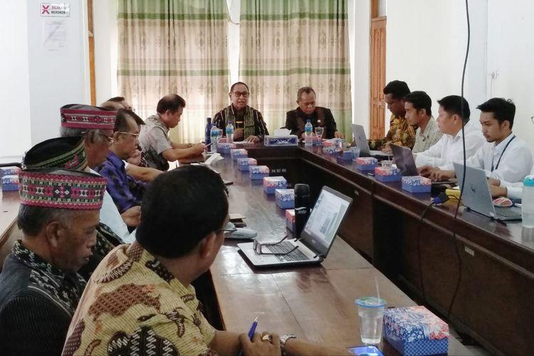Rapat rencana kerja pembangunan Kawasan Ekonomi Khusus (KEK) Pariwisata Tana Naga Mori di ruang rapat Bupati Manggarai Barat, Kamis (13/2/2020).