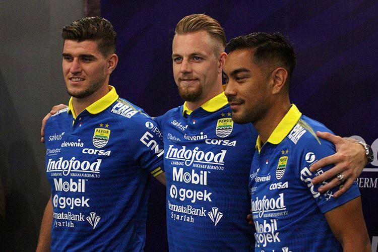 Tiga pemain asing baru Persib Bandung; Nick Kuipers (kiri), Kevin van Kippersluis (tengah), dan Omid Nazari (kanan).