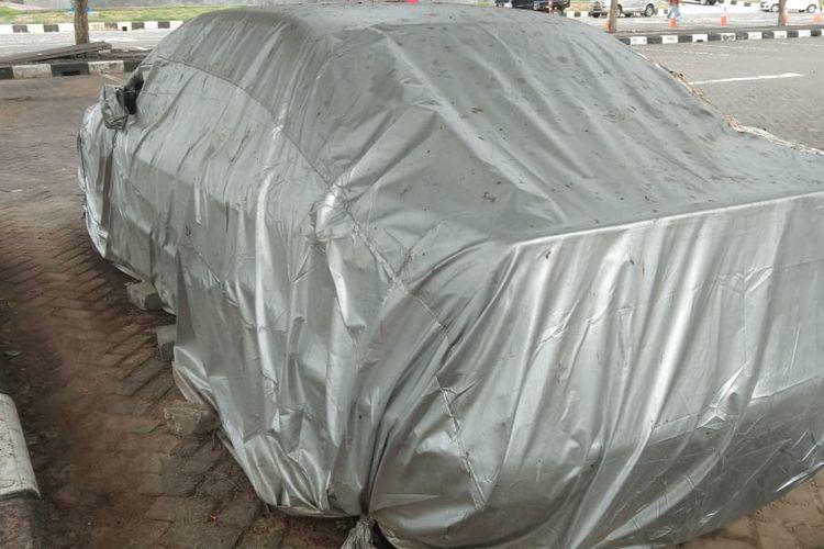 Mobil BMW yang terparkir di Bandara Ngurah Rai, Bali selama empat tahun.
