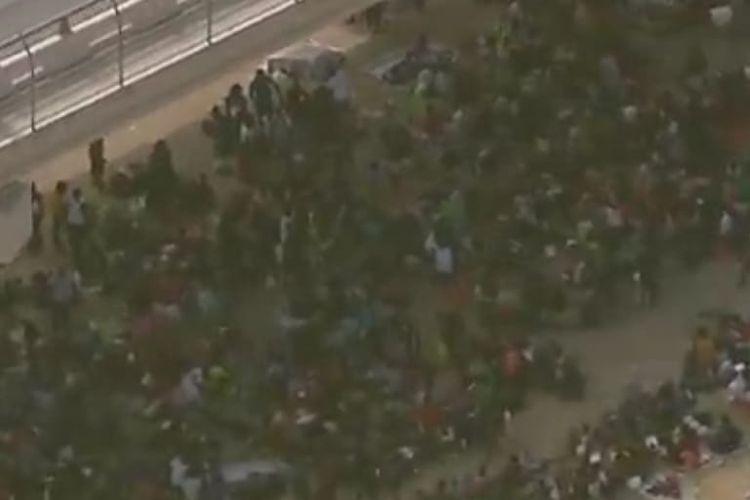 Ribuan migran Haiti yang tinggal di kamp sementara di kolong jembatan kota Del Rio, Texas. [SS/YOUTUBE/NBC NEWS]