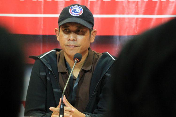 Pelatih Arema FC, Joko Susilo saat jumpa pers usai laga Borneo FC Vs Arema FC pada babak penyisihan Piala Gubernur Kaltim 2018 Grup A di Stadion Segiri, Samarinda, Kalimantan Timur, Minggu (25/02/2108).